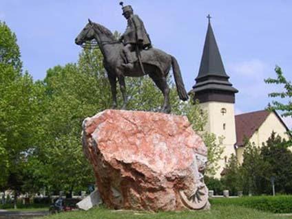 huszár szobor